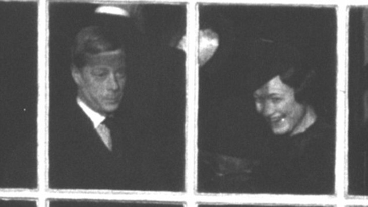 Edward with Wallis at the window of St James's Palace, 1936
